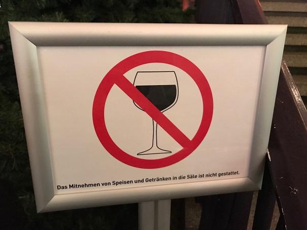 Rotwein nicht gestattet!