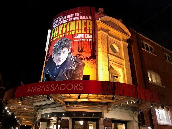 Der Foxfinder im Ambassadors, London.