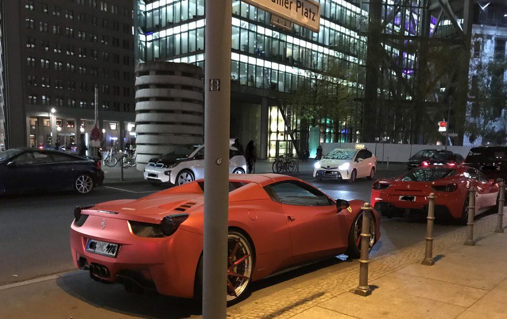 Stepp aus 'nem roten Ferrari...