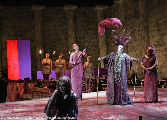 Karin Goltz zur Premiere Elektra am Anhaltischen Theater Dessau Mai 2009