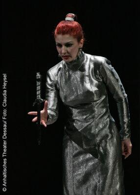 Macbeth Anhaltisches Theater Dessau Iordanka Derilova Foto: Claudia Heysel
