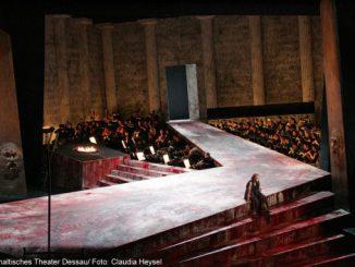 Das Orchester (Golo Berg) zur Premiere Elektra am Anhaltischen Theater Dessau Mai 2009
