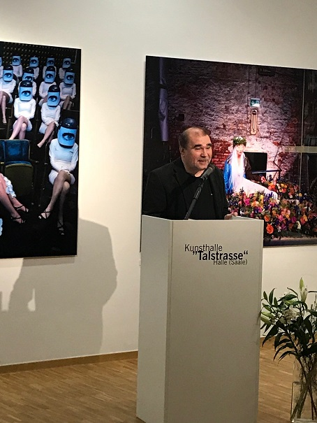 Olaf Martens zu seinen Fotos in der Ausstellung des Kunstvereins Talstrasse e.V.