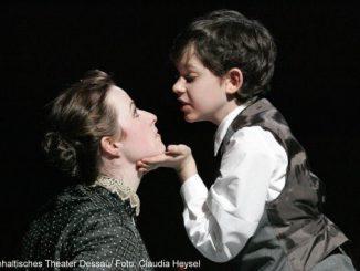 Cornelia Marschall und Florian Ott in The Turn of the Screw - Anhaltisches Theater Dessau